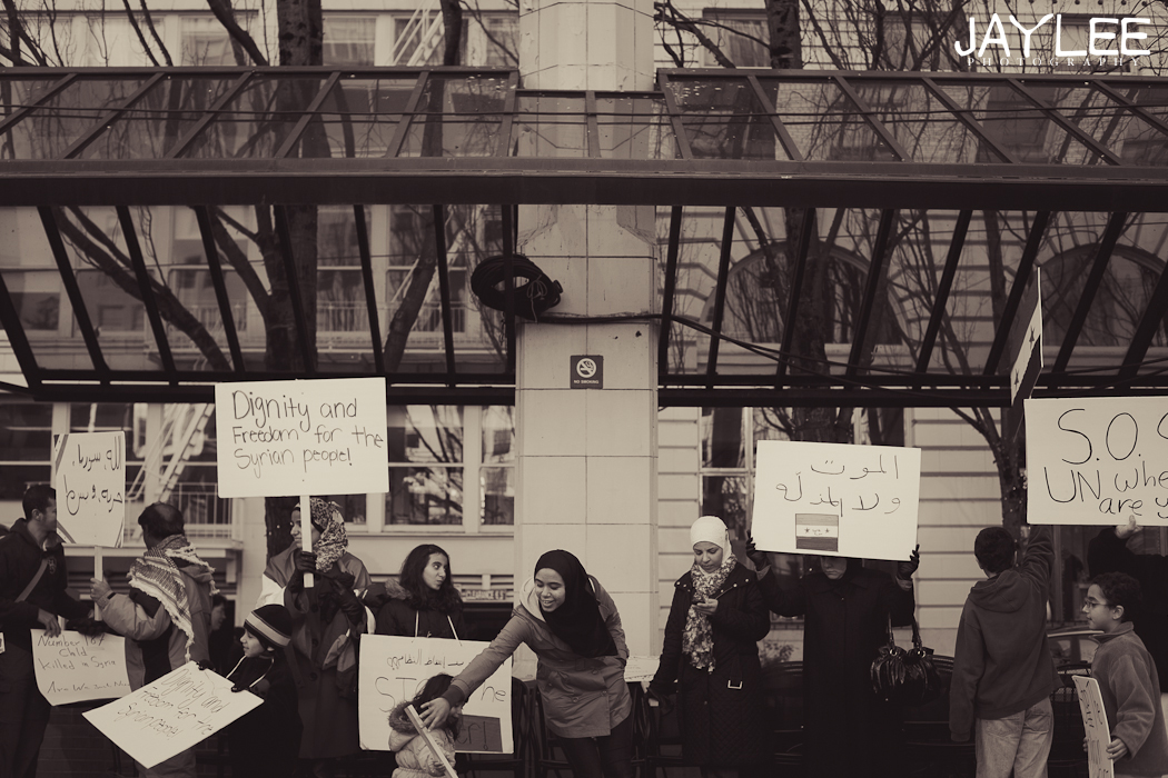 protesters in portland, freedom for the syrian people, protester photography, portland downtown photography