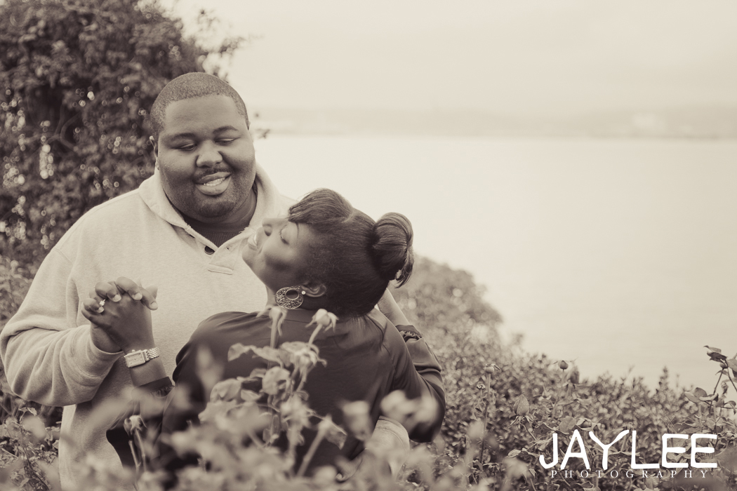 love photography seattle, unique photos black and white, black and white engagement