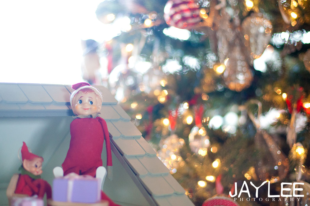 elves on the shelf, elves on the shelf photography, christmas elves, seattle family photography, winter family photos, holiday family photography seattle, cookie decorating photography seattle, adorable family photography, lake stevens family photography, marysville family photography, seattle wedding photographers, seattle portrait photographers