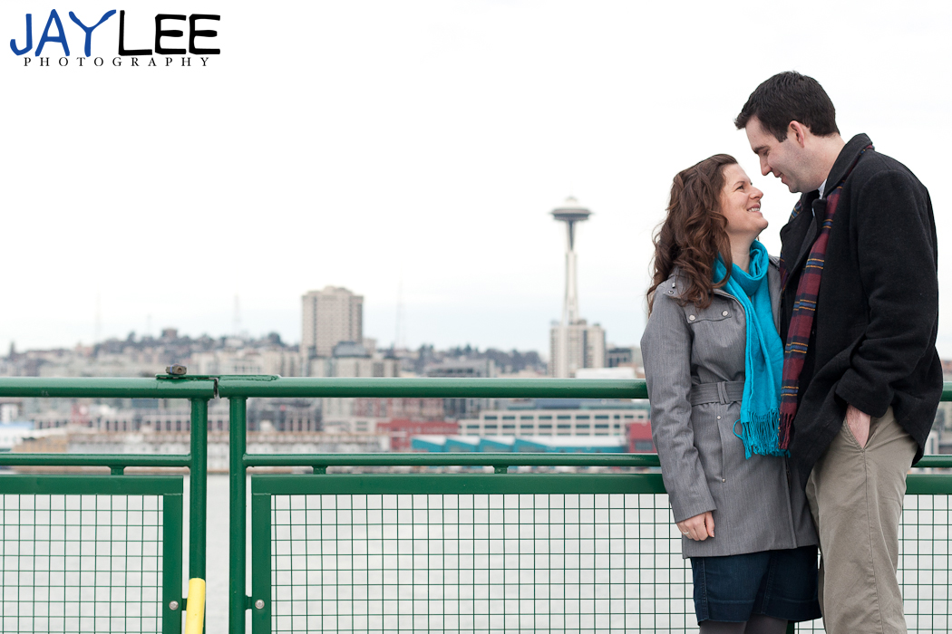 engagement space needle, photography engagement seattle, seattle skyline couple's photography, couple's photography seattle, seattle portraits, portrait photographer seattle, seattle wedding photography