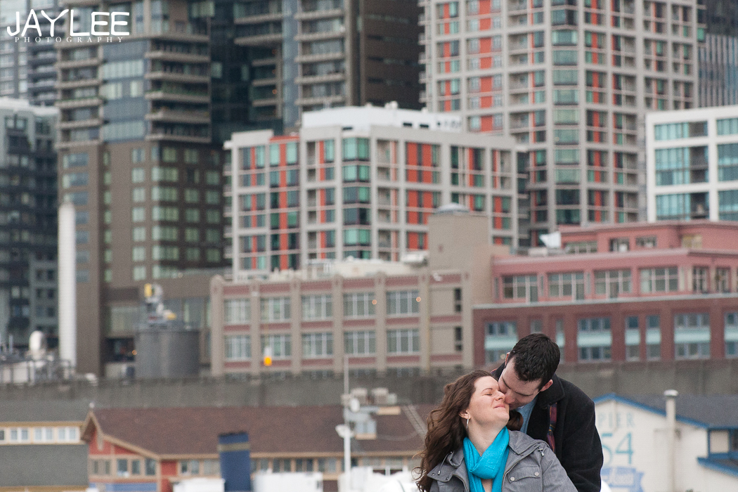 seattle skyline engagement, downtown seattle engagement photography, seattle engagement photographers, husband and wife photographers seattle, apw photographer seattle