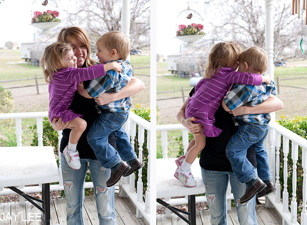 little boy and little girl hugging, family portraits, seattle family portraits, seattle lifestyle portraits, seattle lifestyle family photos, family photographer in seattle, child photographer in seattle