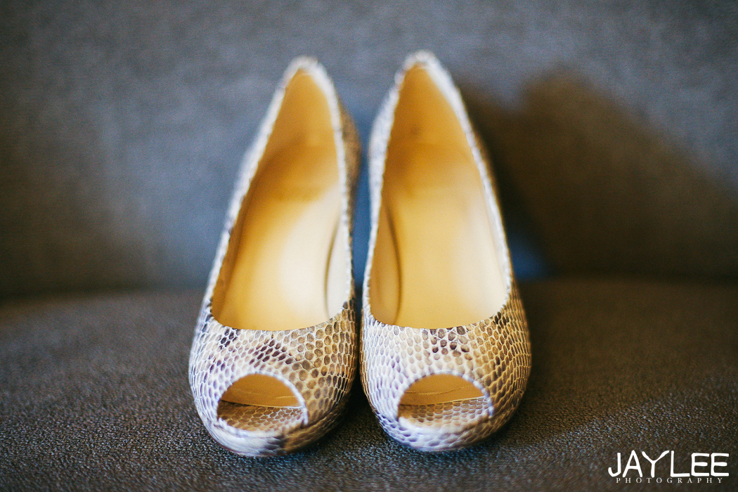 coupe rokei salon, sheraton hotel wedding, getting ready photography seattle, tibetan bride seattle, tibetan wedding seattle, seattle wedding photographer, offbeat bride, offbeat bride seattle, offbeat bride wedding photographer seattle, bridal shoes
