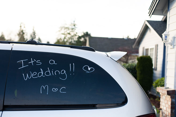 love notes on windows during wedding day preparations