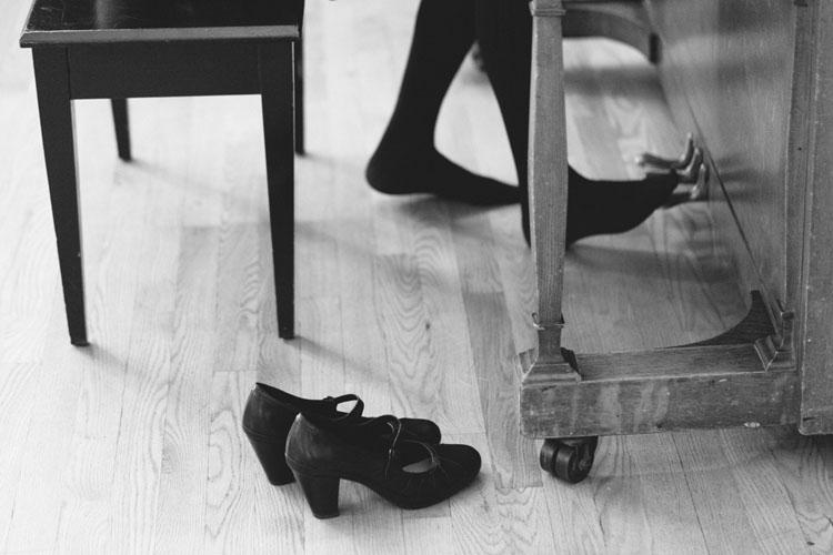 piano playing heels at wedding reception