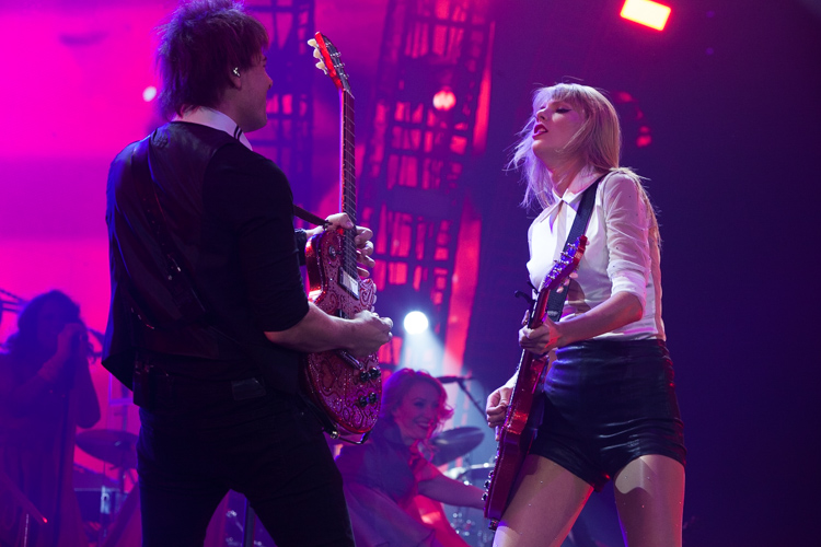 taylor swift guitar