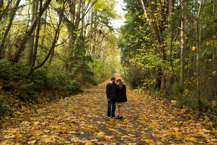 fall engagement session at discovery park in seattle