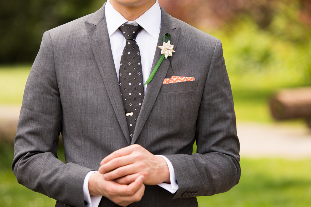 groom tie and bout
