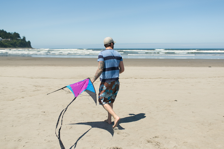 seaside oregon flying a kite