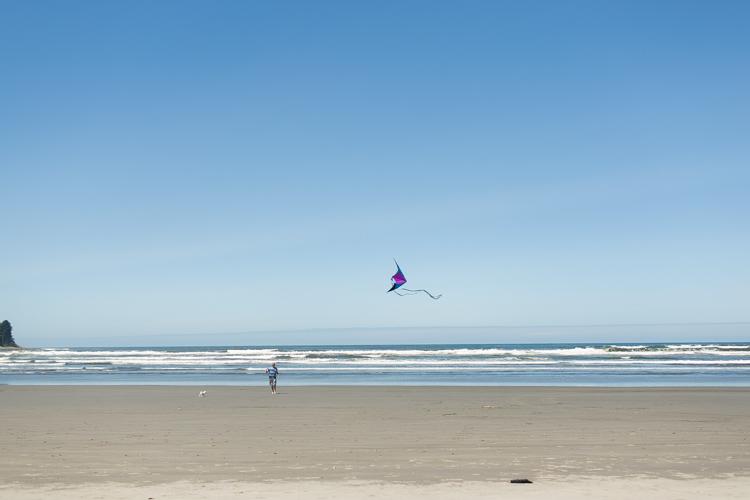 flying a kite in seaside oregon