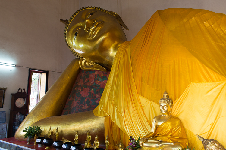 reclining buddha in bangkok