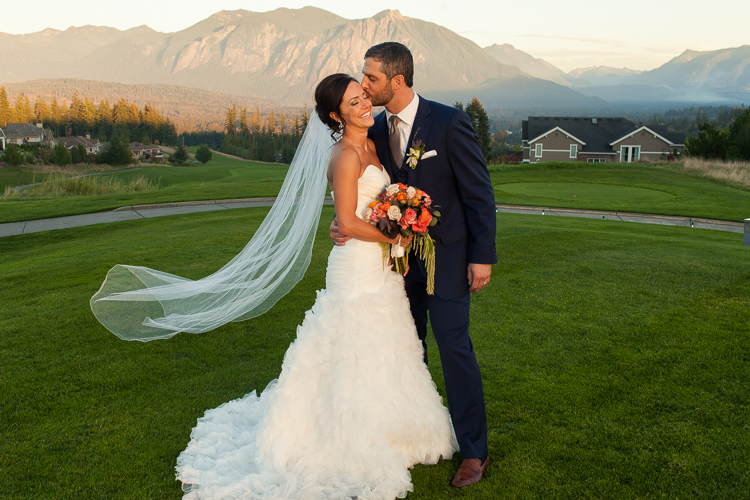 TPC at Snoqualmie Ridge wedding photographer
